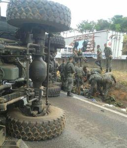 acidente_com_caminhões_do_exercito